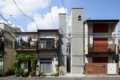 house in a gap shoebox dwelling finding comfort style