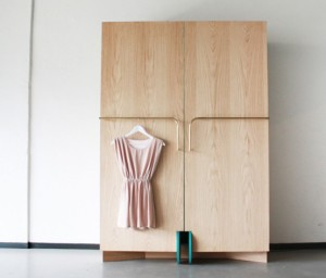 smart-walk-in-closet-as-a-mini-fitting-room-1-554x474