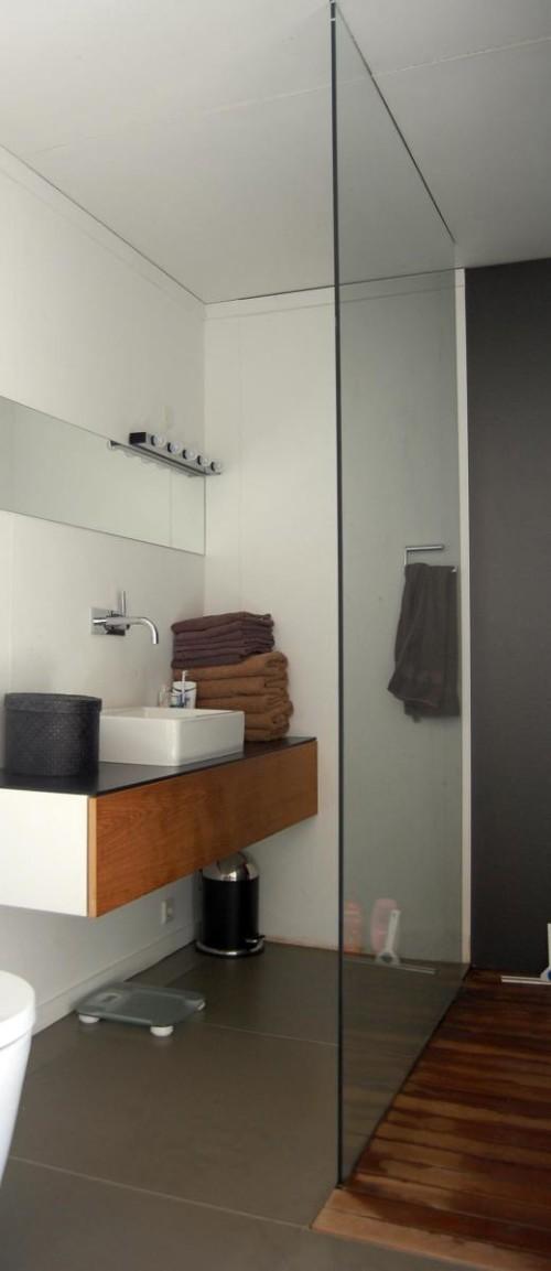 dmp-arquitectura-prefab-prototype-bathroom-via-smallhousebliss