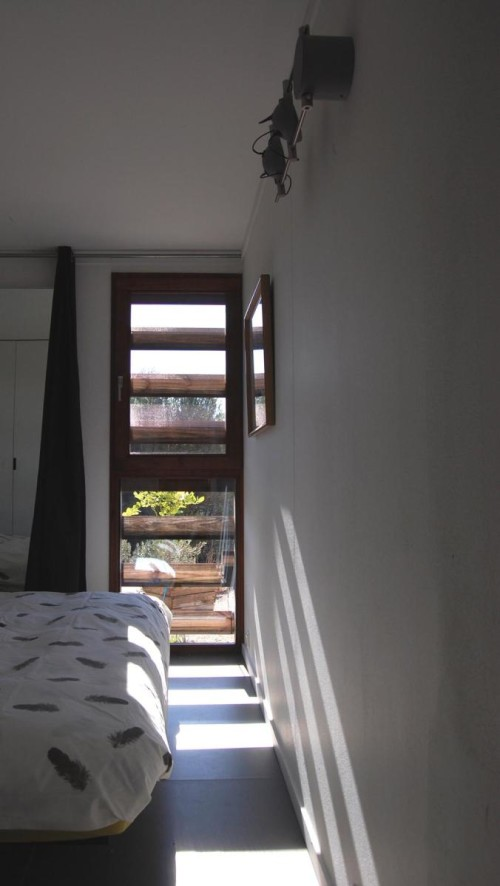dmp-arquitectura-prefab-prototype-bedroom-via-smallhousebliss