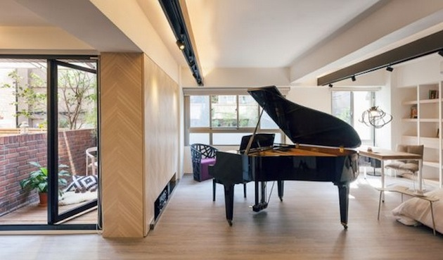 Tiny loft in taiwan shoebox dwelling finding comfort for Piano for small space