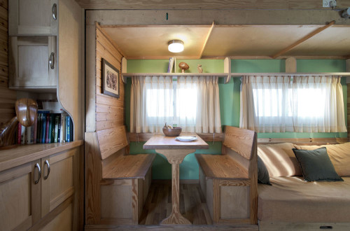 truck-breakfast-table