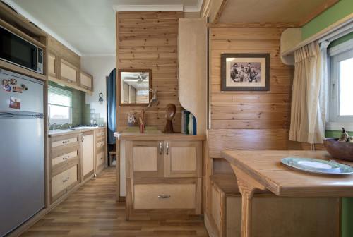 truck-dining-room