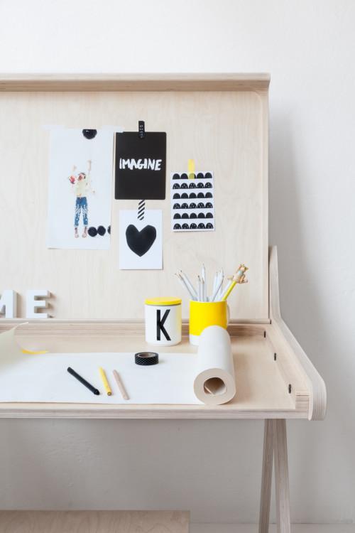 Rafa-kids-K-desk-detail-open-posision