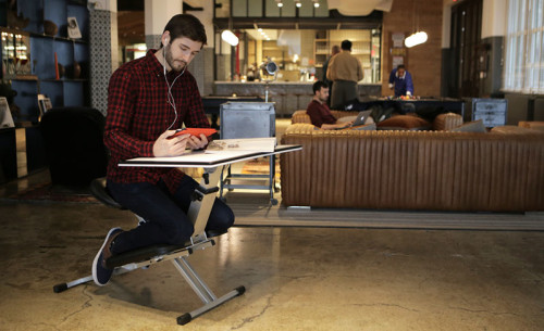 portable-kneeling-desk_110316_01