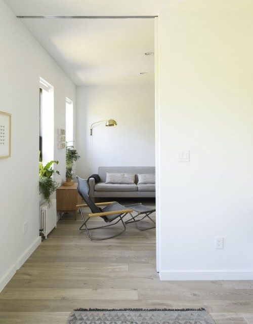Living large in 675 square feet shoebox dwelling finding comfort style and dignity in small for Pictures of apartment living rooms